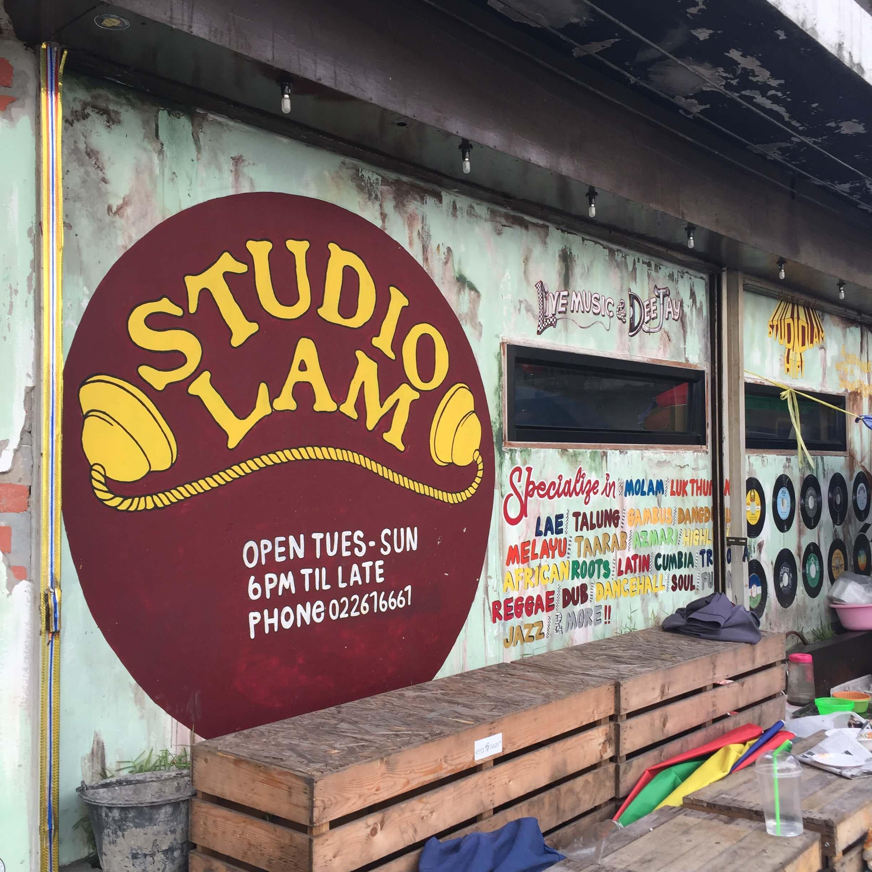 その角のスタジオ
